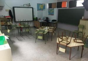 Clase vacía en un colegio de Bérchules.