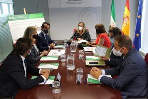 Reunión de la alcaldesa de Armilla con la consejera de Fomento.