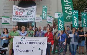 Concentración sindical en la puerta del Ayuntamiento de Granada.