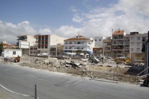 Demolición de las antiguas casetas de pescadores en el Puerto de Motril.