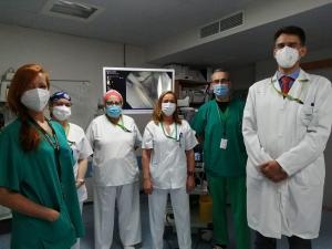 El jefe del servicio de Aparato Digestivo, a la derecha, junto a parte de su equipo.