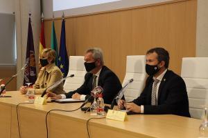 El presidente de la Autoridad Portuaria con el alcalde y la teniente de alcalde de Jaén.