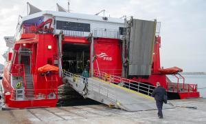 Imagen de la salida del primer ferry hacia Melilla.