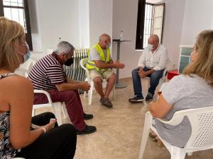 Reunión con integrandes de la asociación de regantes.