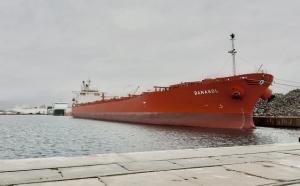 El buque 'Banasol', en Motril, de 225 metros de eslora.