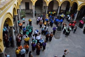 Un momento del acto en el patio de la Facultad de Derecho.