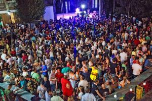 Bérchules reúne a unas 10.000 personas en su Nochevieja de agosto.