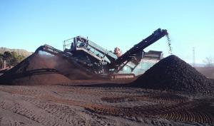 Trabajo con maquinaria en las minas de hierro de Alquife, en una imagen de archivo