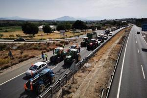 Una tractorada reclamó hace un mes el arreglo de la vía de servicio.