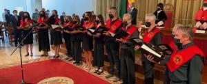 El canto del 'Gaudeamus' cerró la apertura del curso académico en la UGR