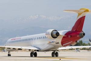 Un avión de iberia en el aeropuerto granadino.