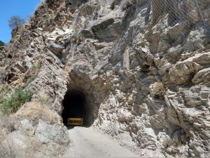 Los desprendimientos de rocas afectan a uno de los túneles.