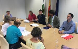 Reunión de la Junta con empresarios y sindicatos para explicar los incentivos.