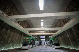 Imagen de trenes del Metro en la Estación Alcázar del Genil.