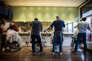 """Las peluquerías afirman que es """"imposible"""" mantener la distancia de seguridad."""