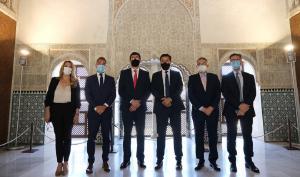 Juan Marín, con el alcalde, el concejal de Turismo y el delegado territorial, entre otros, en la presentación del plan.