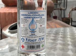 Destilerías Liber de Padul ha cambiado sus licores por loción hidroalcohólica sanitaria.