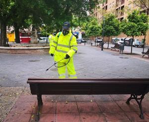 Trabajadores de Inagra en tareas de desinfección y limpieza durante el confinamiento.