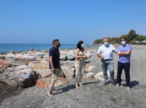 Inmaculada López, en su visita este sábado a la costa granadina.