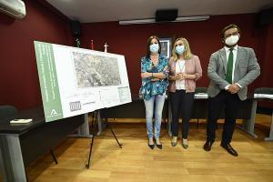 La consejera de Fomento con la alcaldesa de Cájar y el delegado territorial.