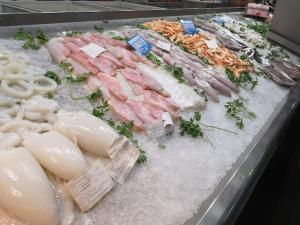 Puesto de pescado de un autónomo en un mercado andaluz.