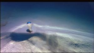Volcán de fango submarino emitiendo agua con metano.