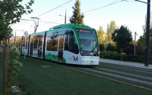 El Metro en pruebas a su paso por el Zaidín.