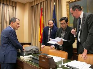 El ministro Duque junto a los integrantes de la Mesa de la Comisión de Ciencia, Innovación y Universidades.