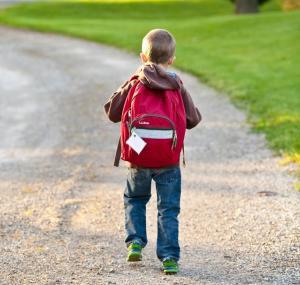 Casi la mitad de las mochilas llevan más peso del recomendado.