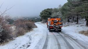 El Ayuntamiento de Monachil ha reforzado las tareas de limpieza de nieve.