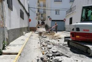 Imagen de archivo de obras de la eléctrica en Montefrío, una de las localidades que denuncia frecuentes apagones.
