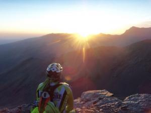 La prueba finaliza con el espectacular amanecer en el Veleta.
