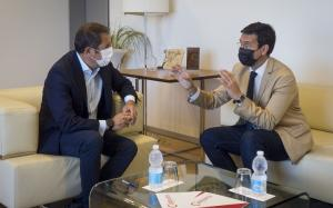 Un momento de la reunión entre Gerardo Cuerva y Paco Cuenca.