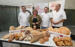 Muestra de pan tradicional de Granada, este viernes en la Diputación.