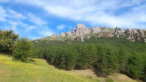 Vista de la Sierra de Huétor, con el pico Majalijar, el más alto del parque natural.