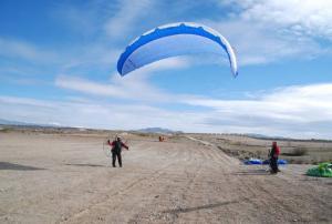 El vuelo en paramotor, afectado por la línea de evacuación eléctrica para las plantas renovables.