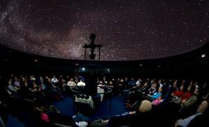 Visión de las estrellas en el Planetario.