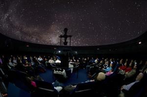 Sesión de observación en el Planetario.