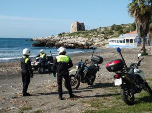Agentes de la Policía Local de Almuñécar durante el estado de alarma.