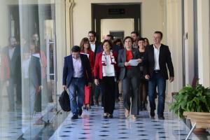 La consejera y delegada del gobierno junto al resto de delegados antes de la rueda de prensa.