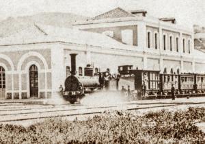 Histórica imagen del primer tren que partió desde Granada.