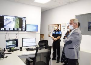 José García Fuentes en una visita al centro de control.