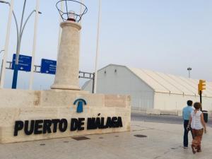 Puerto de Málaga, elegido por la empresa para embarcar el primer cargamento de hierro de las Minas de Alquife.