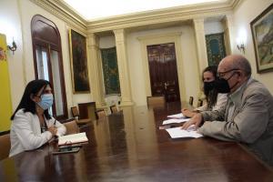 Reunión con la subdelegada del Gobierno.