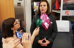 Rocío Blanco conversa con los periodistas.