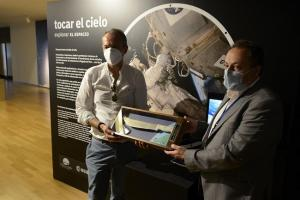 Presentación de la exposición 'Tocar El Cielo: Explorar El Espacio'.
