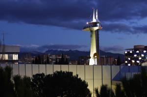 La Torre de Observación del Parque de las Ciencias de Granada, con 50 metros de altura, incorpora una señal luminosa en su parte superior.