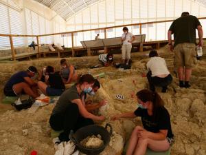 Excavaciones con mascarilla en Orce.