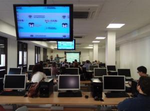 Ordenadores en la Oficina de Software Libre de la UGR.