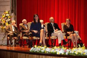 Manuel Castillo, entre las exatletas Ruth Beitia y Mª José Martínez Patiño, también galardonadas.